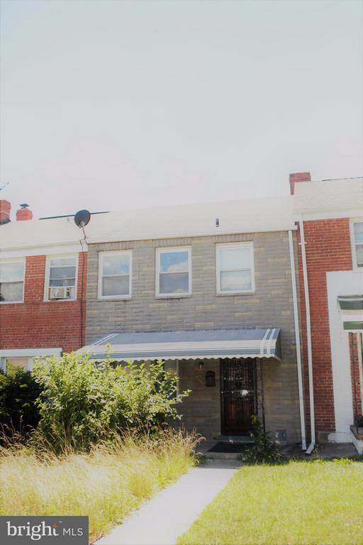 Price reduction for quick settlement. Beautiful large three bedroom townhouse in Govan area. Price well below market. Partially finished basement with half bath. Large front and back yard. Great location. $2000 closing credit to motivated buyers.