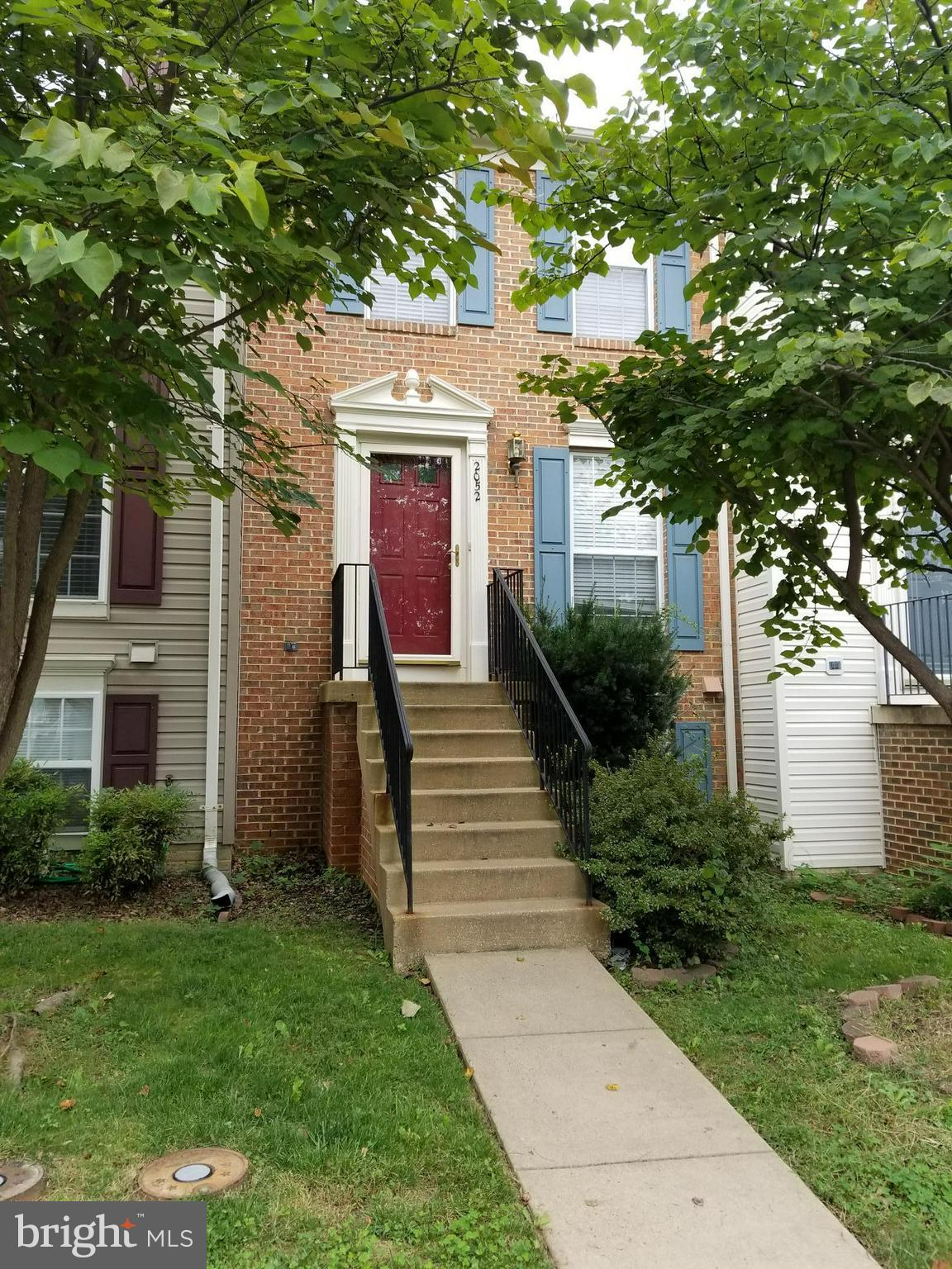 Beautiful 2  bedroom town-home with stainless steel appliances, Hardwood floors on main level, great deck, large bedrooms. Fully finished walkout basement with full bath. Community Pool and Tennis Courts. Close to everything. Motivated Sellers, bring your best offer.