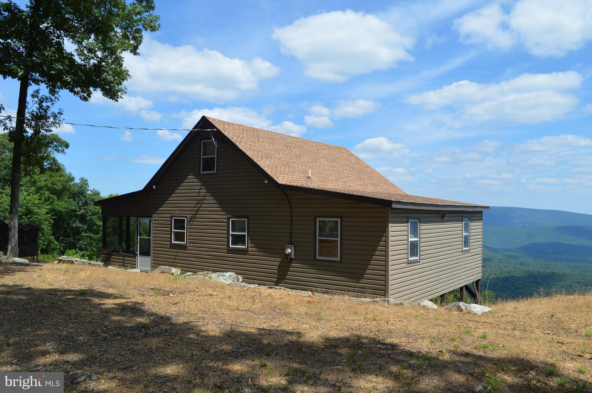 1055 SPARROW HILL ROAD, BLOOMERY, WV 26817