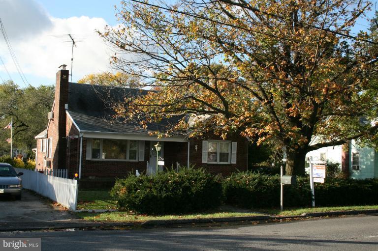 113 Hammonds Ln, Baltimore, MD  21225