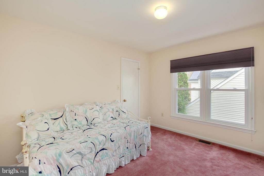 716 Kersey Rd, Silver Spring, MD 20902