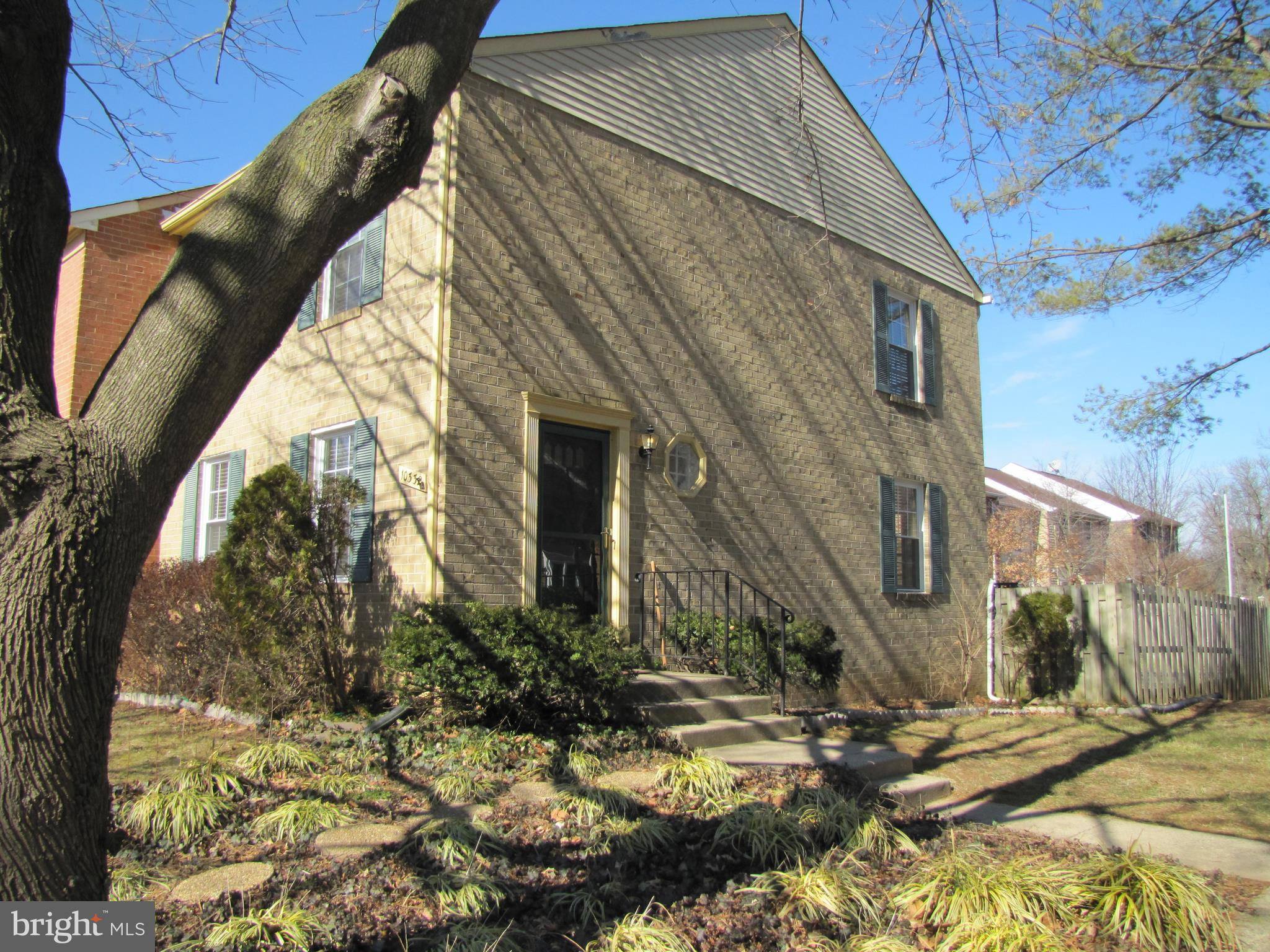 BEAUTIFUL, IMMACULATE UPDATED 3 BEDROOM, 2 FULL & 2 HALF BATH, BRICK END UNIT TH IN SOUGHT-AFTEROAKTON**CLOSE TO I-66, METRO, RT 123 & SHOPPING**FIREPLACE ON MAIN LEVEL**LARGE EAT-IN KITCHEN**LARGE FENCED END LOT WITH EXPANSIVE DECK**GOOD CREDIT, LANDLORD REFS & 1 OR 2 INCOMES OF AT LEAST $93K/YR REQ'D**AVAIL SHORT TERM FOR $2275