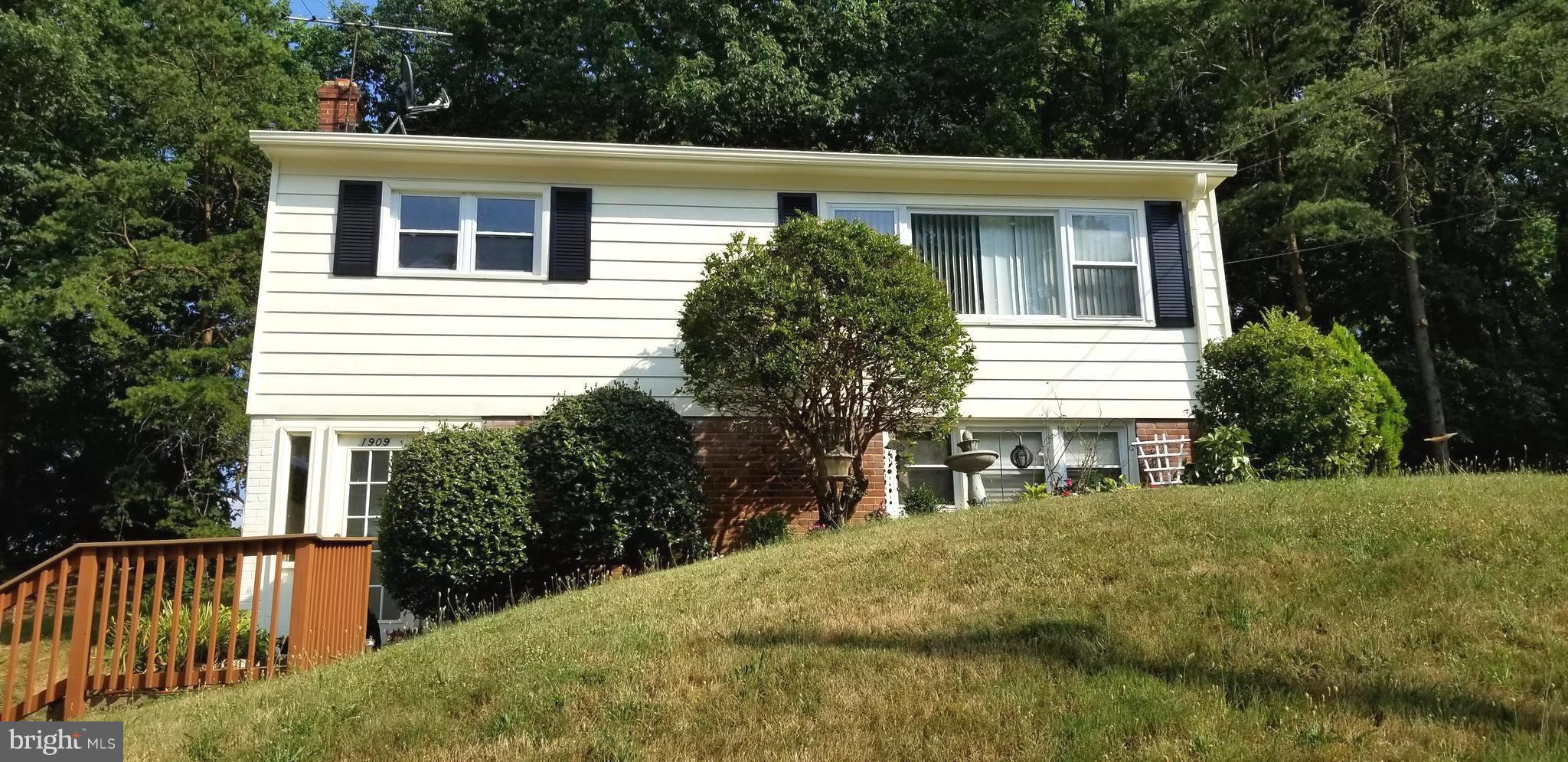 Charming 3 bedroom,1.5 bath home on over 1/3 acre lot. Minutes to Prince William Parkway, Interstate 95 and the Horner Road commuter lot. Spacious backyard with plenty of space for a family/friends cookout. 2017-New Water heater,furnace & electrical panel. 2018-New Washer/Dryer, kitchen cabinets/counter, carpet,microwave,dishwasher,garbage disposal, windows,lights,freshly painted and more. No HOA.