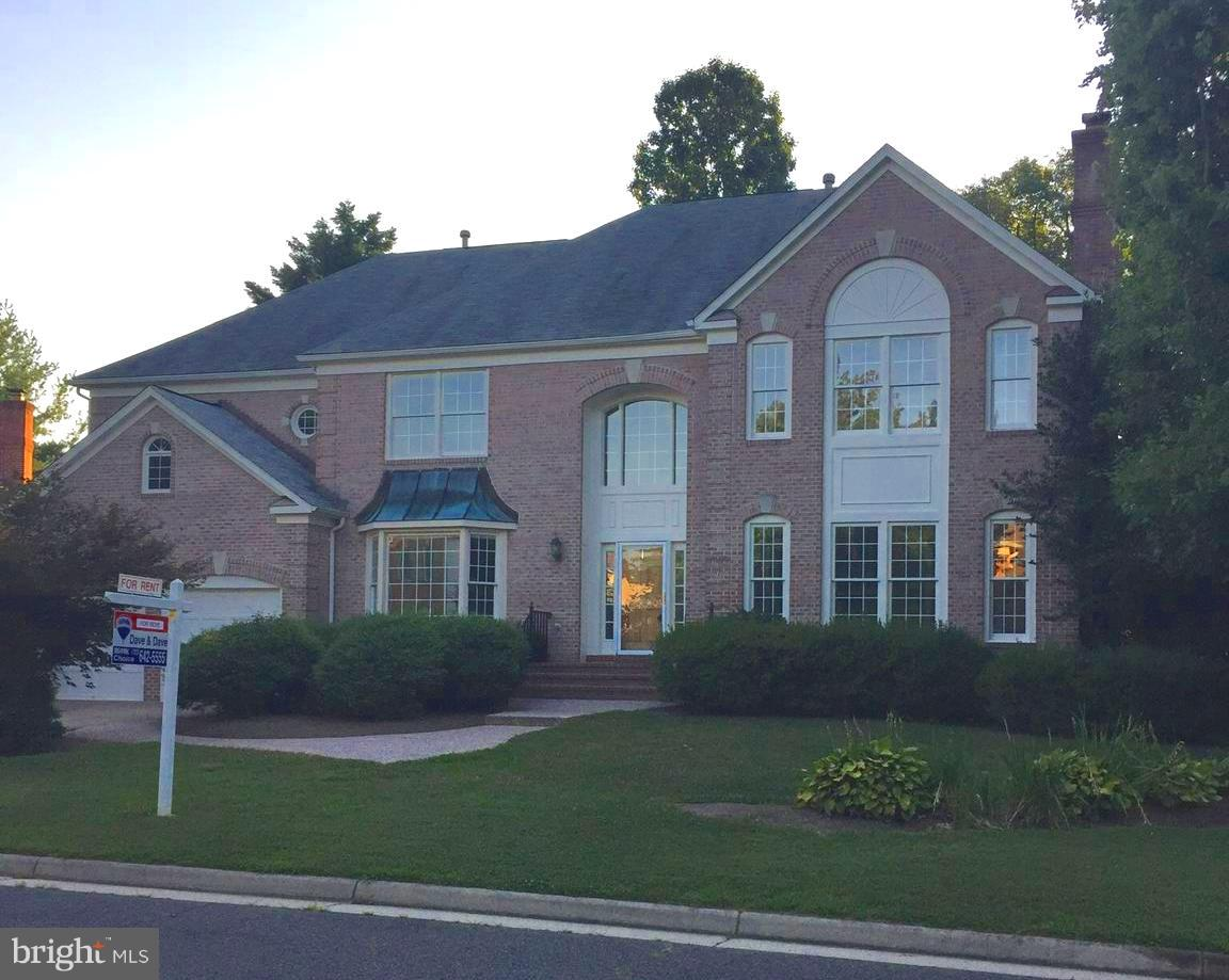 Awesome 6 Bedroom Winslow Model in Barrington...3 finished Levels.....2 Story Foyer....5 1/2 Bathroom....6000+ square feet..finished walkout basment.....Light Filled.