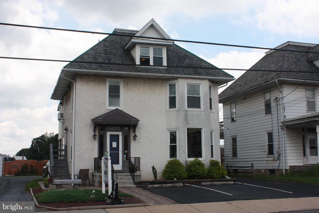 1,000 SF office space for lease in New Holland. Formerly Music on Main. $1,200/mo.- Landlord pays heat & W/S. Tenant pays electric.