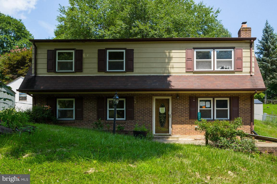 Built in 1976 and offering approximately 988 finished square feet, this bi-levelhome has three bedrooms and one full bath, recreation room with fireplace inlower level, rear deck and rear fenced yard