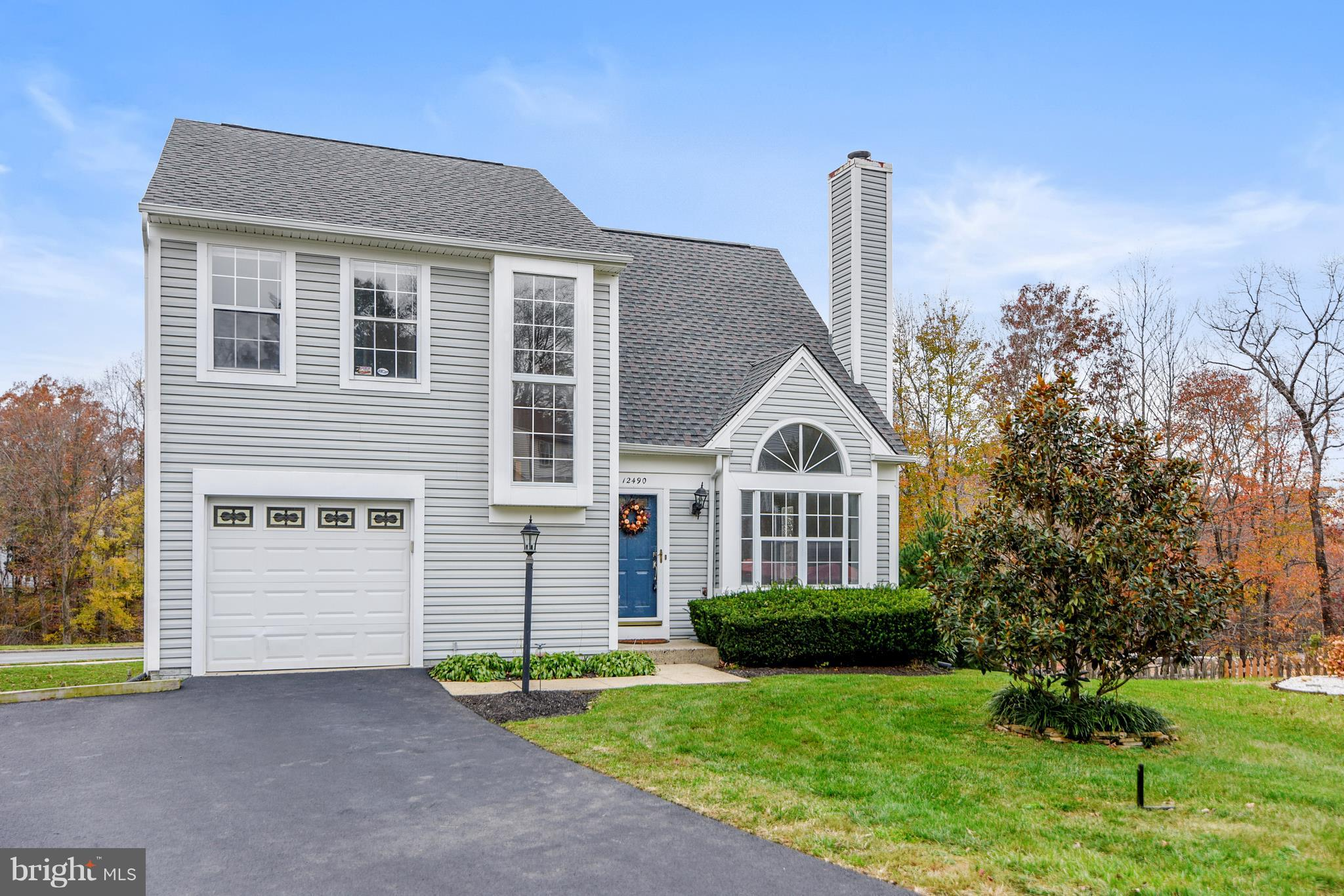 UPDATE, OPEN , AIRY COLONIAL WITH CONTEMPORARY FLAIR SITUATED IN THE HEART OF LAKE RIDGE* 3 FINISHED LEVELS WITH UPGRADES/UPDATES THRU-OUT*UPDATES:SIDING, KIT. W/GRANITE COUNTERS, STAINLESS APPL., W/D, CARPET, ROOF, PLUMBING, FENCED REAR YD, STORAGE SHED, & MORE*LIVING ROOM  FEATURES  VAULTED CEIL. & FIREPLACE, SEPERATE  DINING ROOM, EAT-N KITCHEN  WITH WALK-OUT TO DECK*UPPER LEVEL1 FEATURES MASTER BEDROOM WITH PRIVATE BATH +2 ADD'L BEDROOMs & BATH*LOWER LEVEL FEATURE RECROOM, DEN & 3RD BATH WITH WALK-OUT TO PATIO AND FENCED YARD*