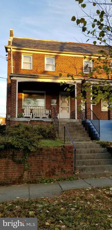 Estate Sale.   Heir has moved out.  Beautiful brick fixer-upper house that need much renovation.  Great for investor.  Directly across the street from Providence Hospital.  Beautiful original hardwood flooring.  Basement needs work.  Seller's agent will show the house in person. Hours to be shown: 11am to 7pm.