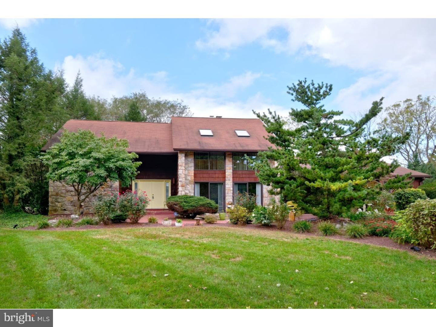 2050 DOUGHERTY CIRCLE, MACUNGIE, PA 18062