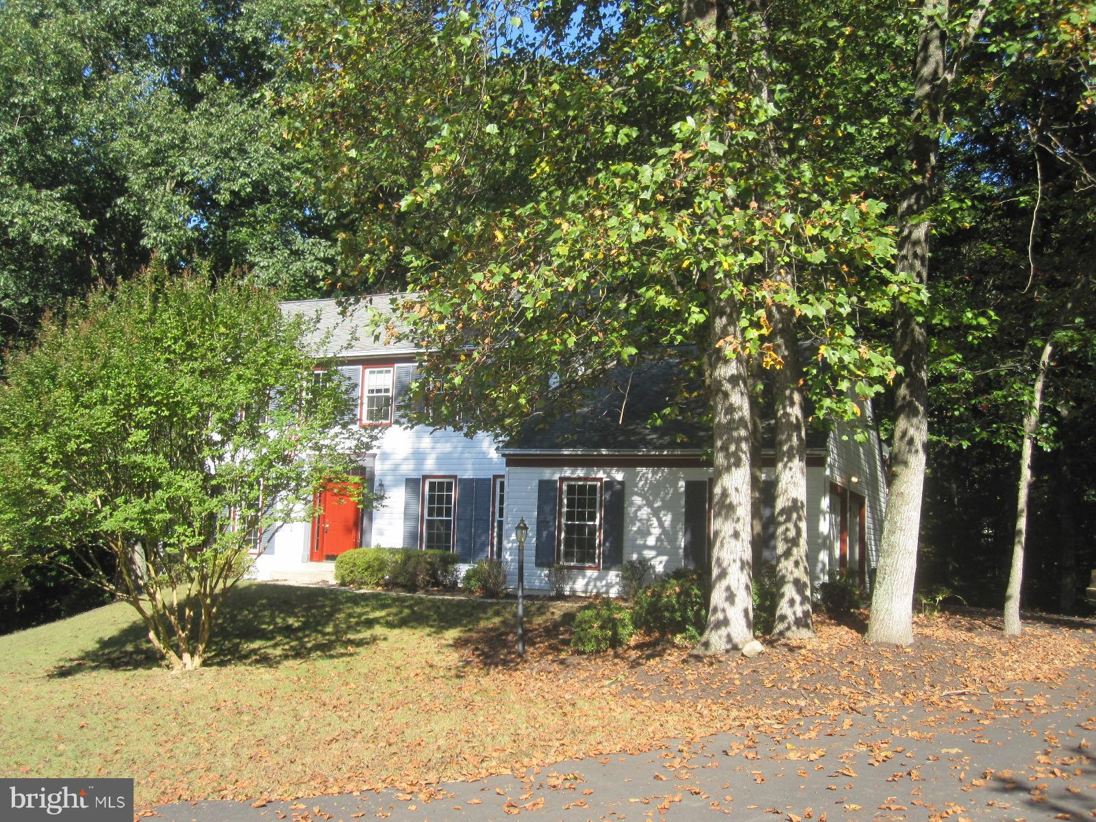 3-level Lynwood 5/3.5 colonial with 2-car sideload garage on 0.6 acre cul-de-sac lot directly across from pool park.  AS IS short sale with 3rd party approval required. Successful buyer required to pay separate additional 5% buyers premium+$400 HOA estoppel to third party. Offer Instructions: All cash offers should be submitted with proof of funds for closing. All non-cash offers should be submitted with a pre-qualification letter. Multiple offers have been received. Deadline for highest and best is Thursday 2/21/19 at 10:00 EST.