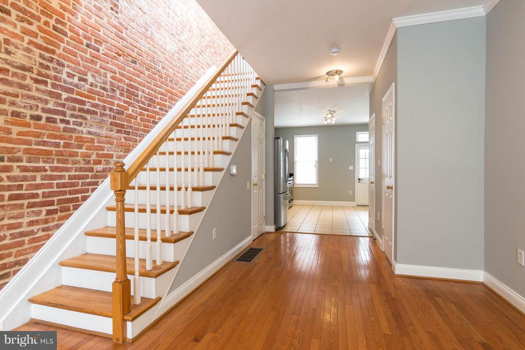 118 CURLEY STREET S BALTIMORE, MD 21224 1002077274