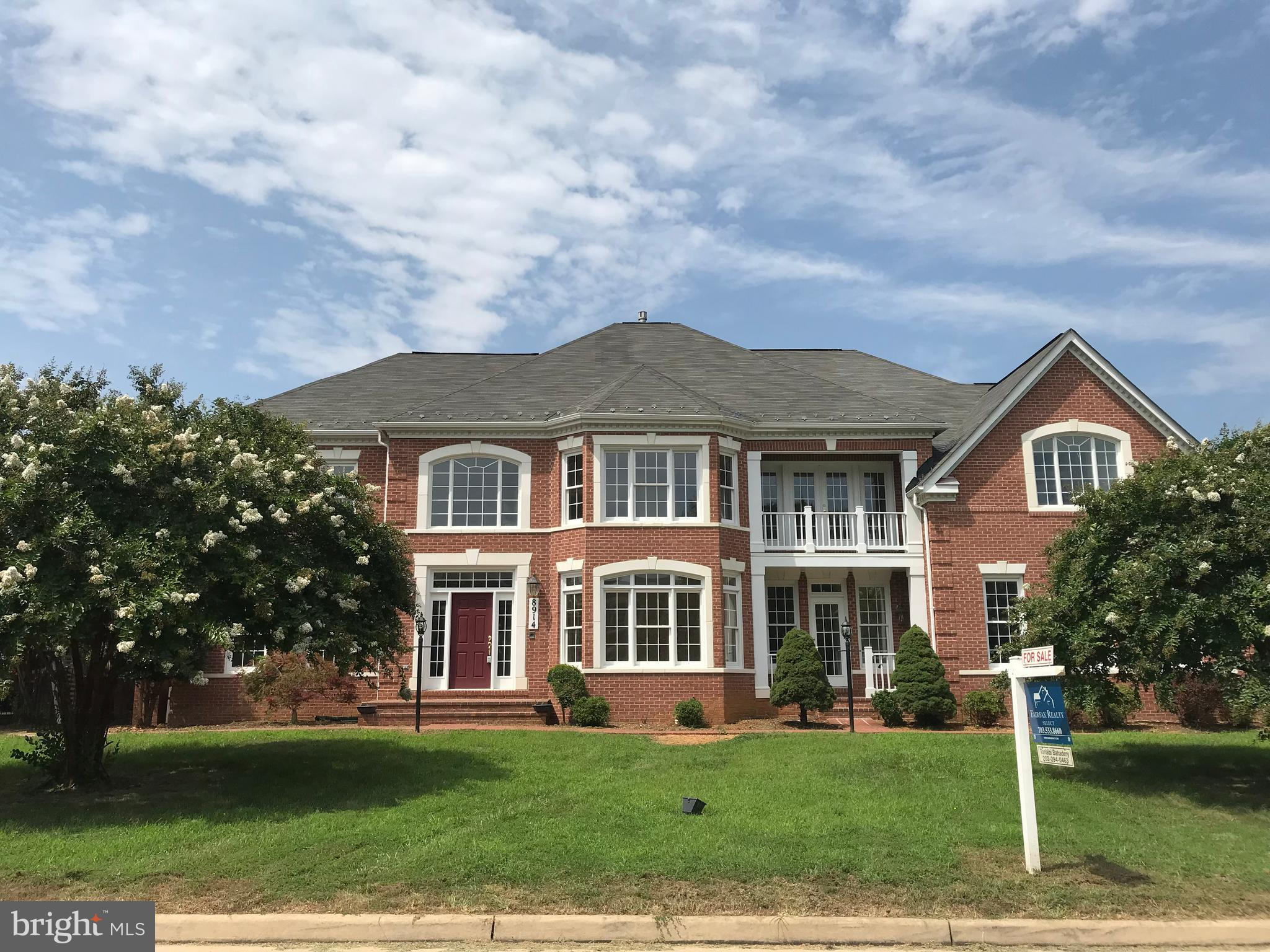 PRICE REDUCED!! Stunning three level colonial on the corner lot in premier Mount Vernon Location. Hardwood floor, SS appliances, Gourmet Kitchen, High ceiling, Fresh paint, New Carpet, Fully finished walkout lower level with installed wet bar. Three car garage, All brick patio. A must see house.