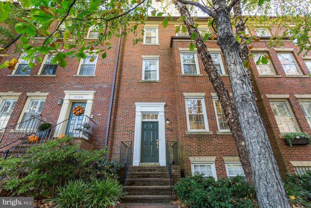 Back on the market. SPACIOUS & UPDATED! Elegant home in The Cloisters of Georgetown! Features 3,200SF, 5BR, + 5.5BA on 4 levels. South facing living room windows flood the main level with light. Flexible floor plan is ideal for grand entertaining or intimate evenings in front of the fireplace. Gourmet kitchen w/SS appliances, private patio, 2 car parking, hardwood + marble throughout.