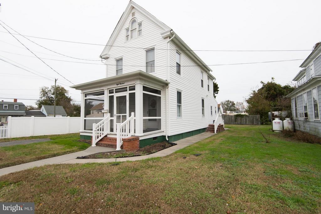 Move-in ready! You won't believe the wonderful condition of this home. Lovingly kept. Vinyl siding  and replacement windows. 2 full baths. Off-street parking and large garage.