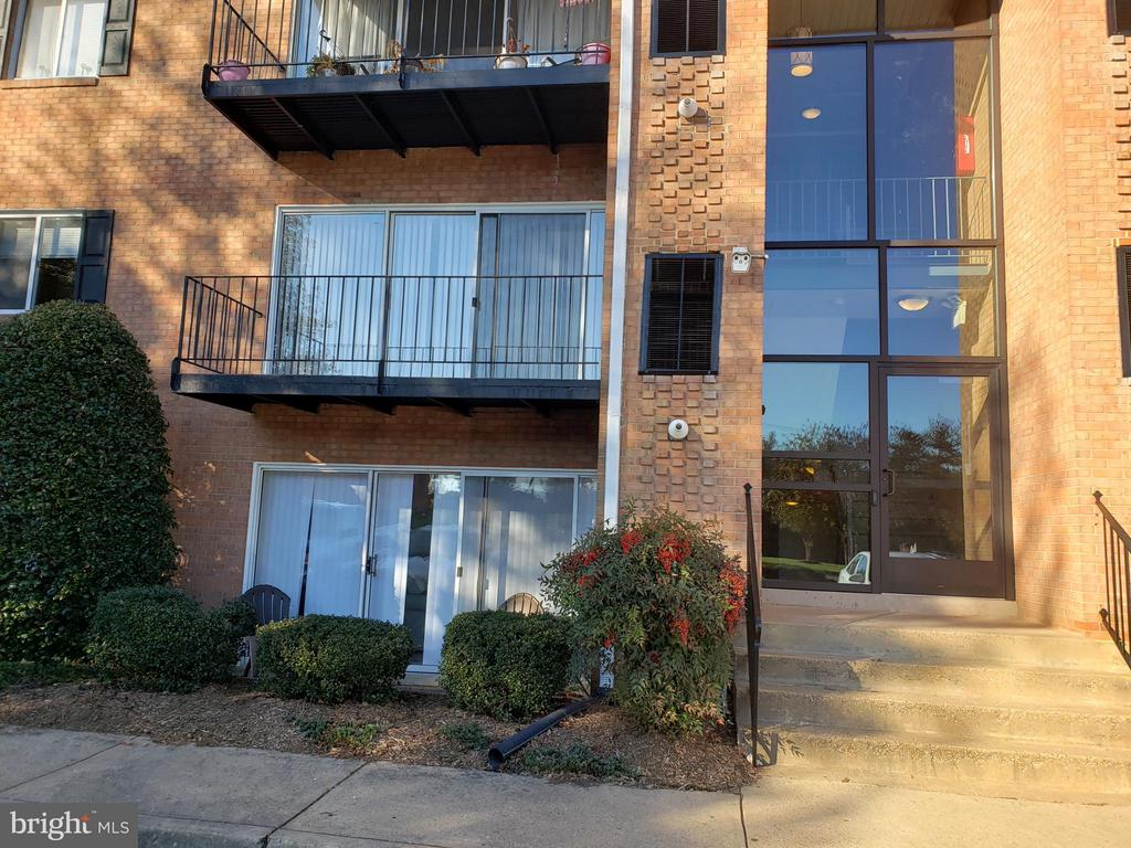 Beautiful 1 Bedroom 1 Bath condo conveniently situated  in the City of Fredericksburg.    Conveniently located near Historic Downtown Fredericksburg, Shopping, Restaurants and much more.