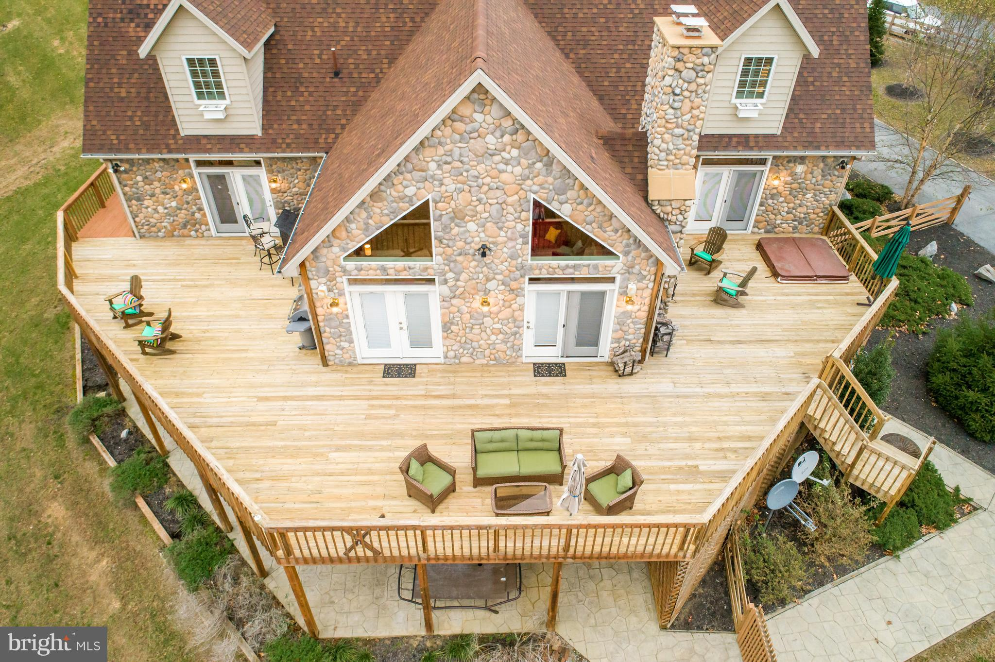 402 PEARL COURT, HEDGESVILLE, WV 25427