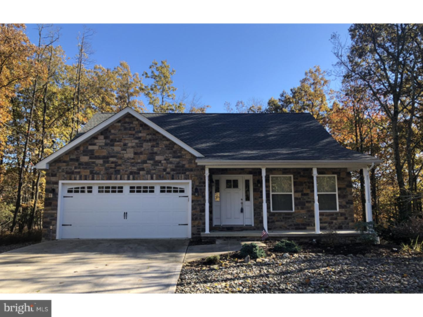 4 CASTLE PINES LANE, HAZLE TOWNSHIP, PA 18202