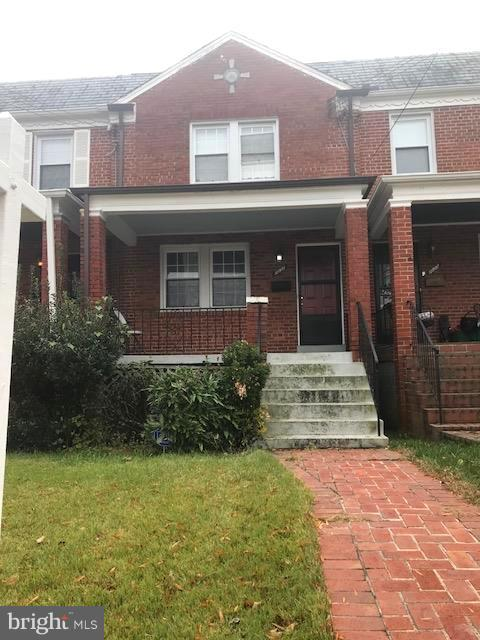 Take a look at this! This well maintained home  offers 3 beds, 1 full bath, 1 half bath, a basement, and off street parking. It is also convenient to public transportation.