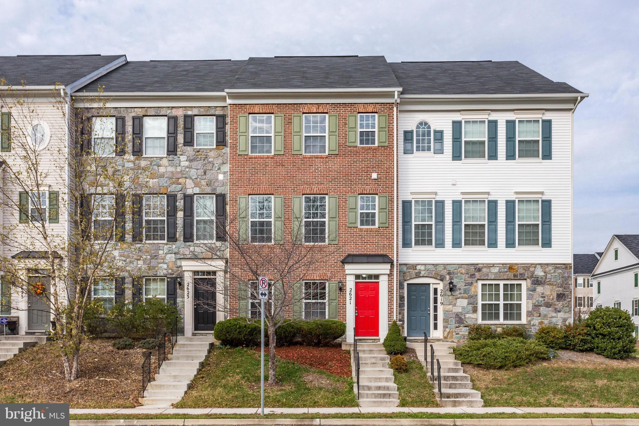 Fantastic renovation of this 3BR/2.5BA 3-level townhome in River Oaks! New hardwood flooring! Granite kitchen w/ island, new SS appliances & gas cooking! Master suite w/ double vanities, soaking tub & separate shower! Vaulted ceilings! 2 car rear entry garage! Trex deck! More photos in tour!
