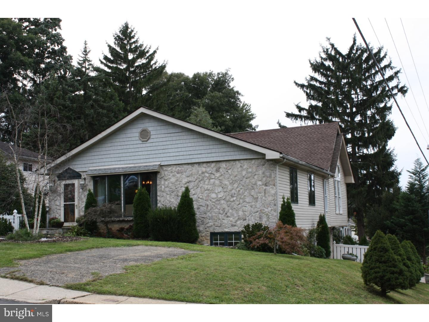 906 DIVISION AVENUE, WILLOW GROVE, PA 19090
