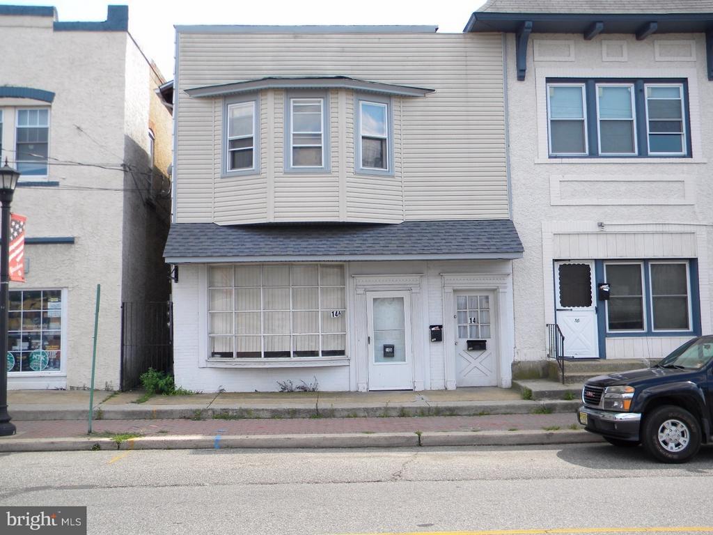 14 W High Street APT. A, Glassboro, NJ 08028