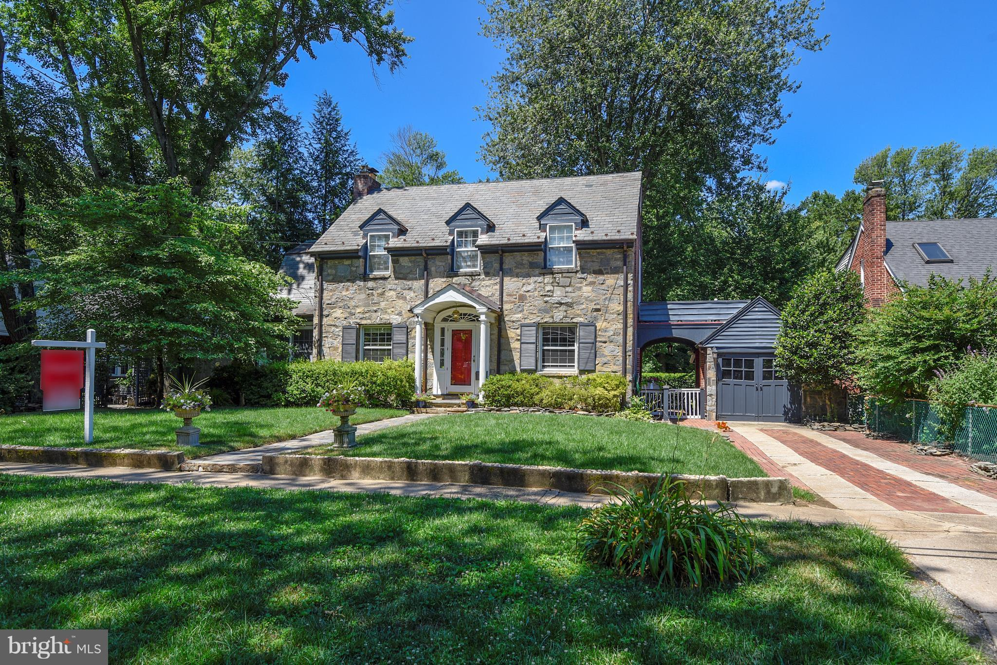 Assumable 4.375 $630K FHA loan-22 years remaining! See online docs.    Classic Stone, Brick, Slate Colonial gracious floor plan, beautiful appointments, fabulous backyard - a rare beauty!  Large sun filled rooms, hardwoods and private terrace off Master.  Close in New Alexandria has easy access to Old Town, GW Parkway, MV Bike Path, Belle Haven Marina, Belle View Shopping Center,  fabulous 11Y Bus