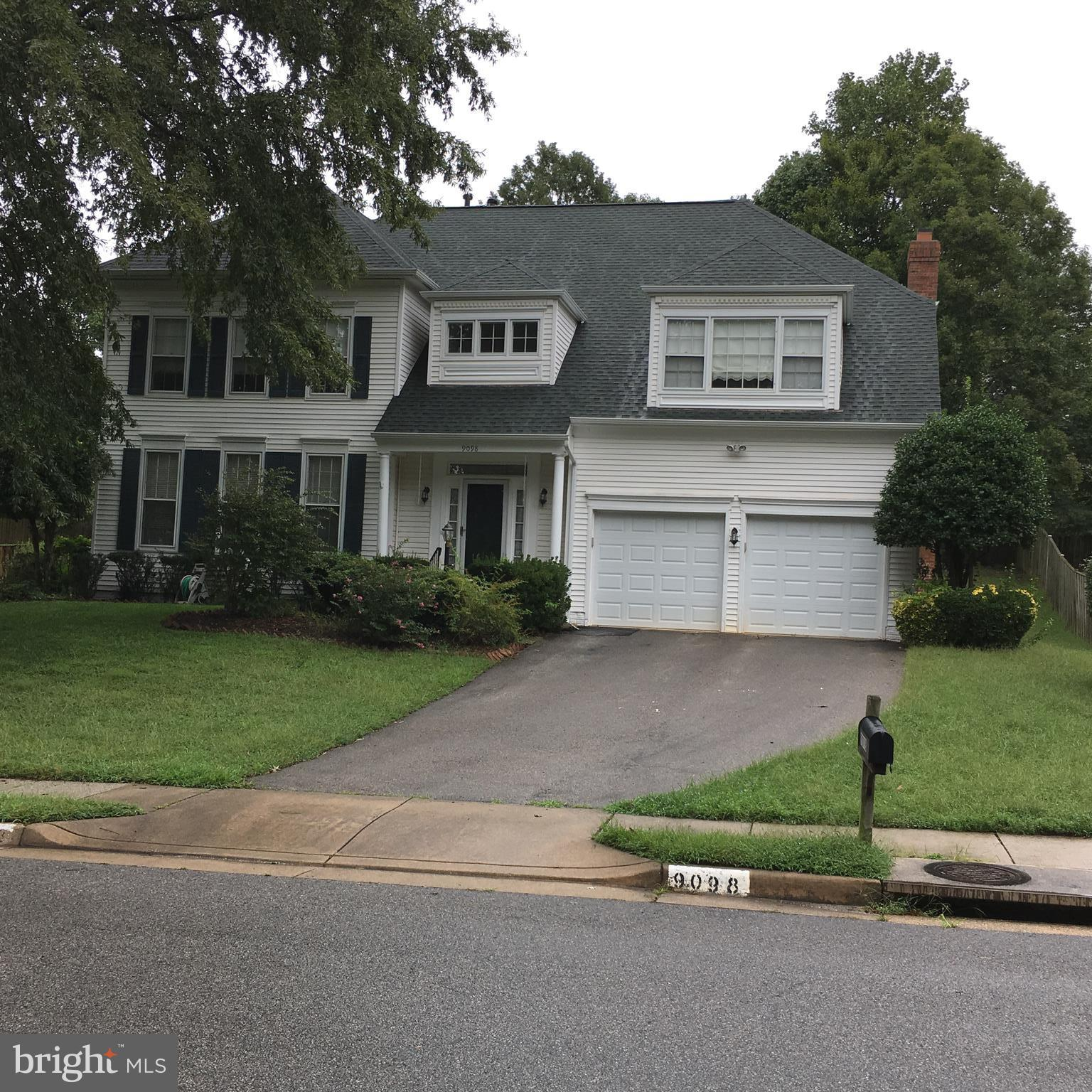 Bright & Spacious  single family home w/ 4BR + Den, 3.5 BA, Family Room w/ Hardwood Floors & gas FP, Separate DR & LR*,  Large Kit w/Bay Window, s/s Appls, Granite countertop* & Hrdw flrs* Interior freshly painted**,  Rec  Rm w/ wet bar, refrig, drink cooler, sink, and microwave* huge storage Rm*