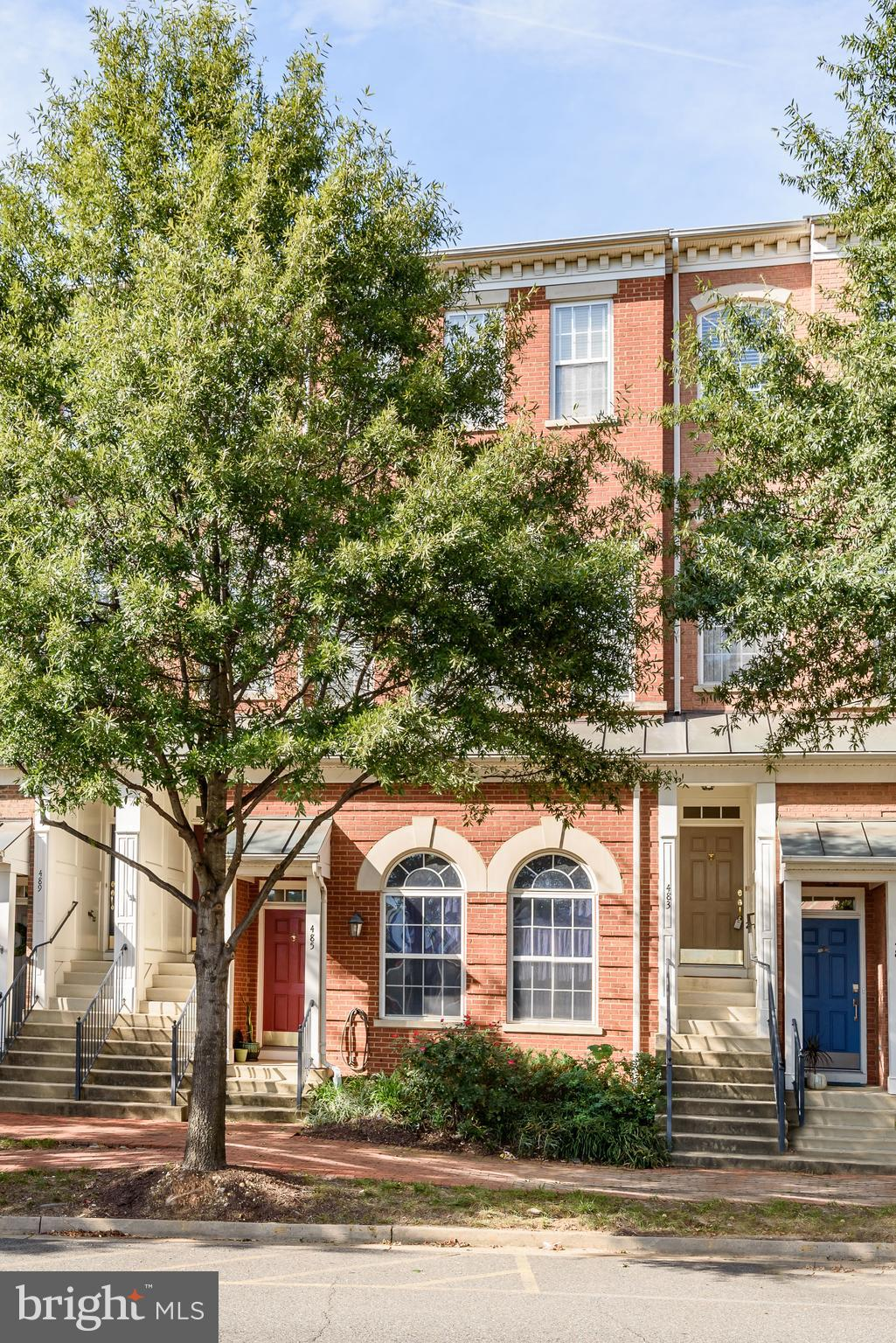 Accepting Backup Contracts .....Check out the New Price! Freshly Painted Top to Bottom !Upscale with hardwood floors, gorgeous owners bath & bedroom overlooking Park! Open floor plan & space galore. Spacious  Custom closets, garage plus off street parking. Soaring ceilings, Granite counters, Fireplace & Sun Filled throughout. Walking trails, parks, club house, pool & fitness center. SHUTTLE TO METRO !!! Seller contributes $3,000 in closing costs and doubles the contribution to $6,000 when using Greg Everett at Sandy Spring Bank. See agent for details.......