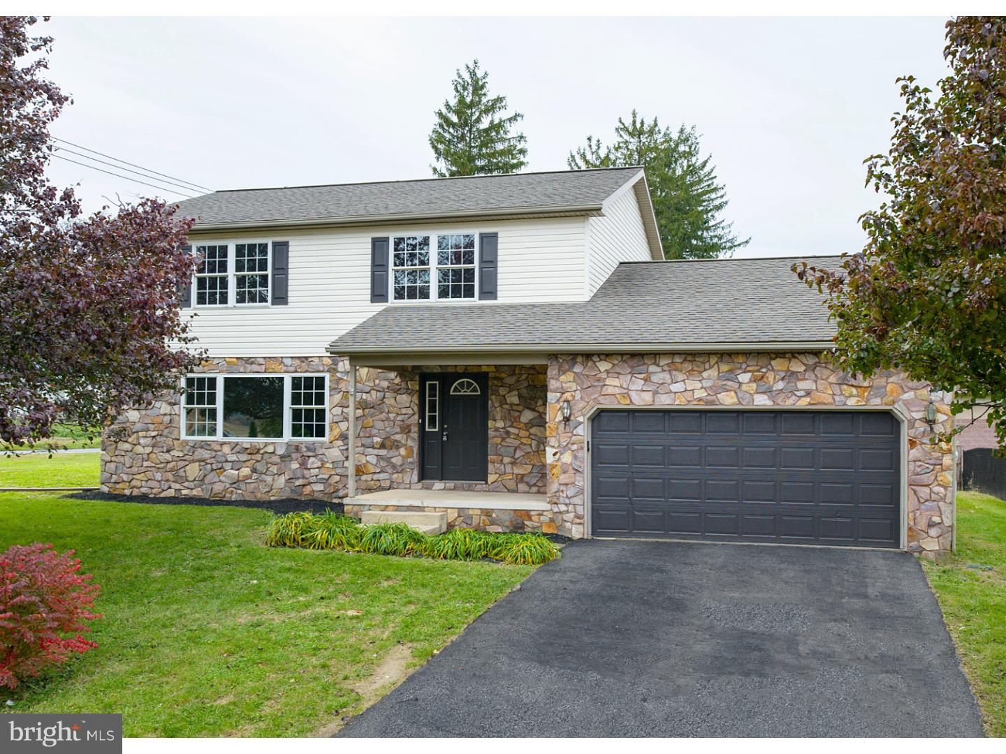 2 CARRIAGE DRIVE, WERNERSVILLE, PA 19565