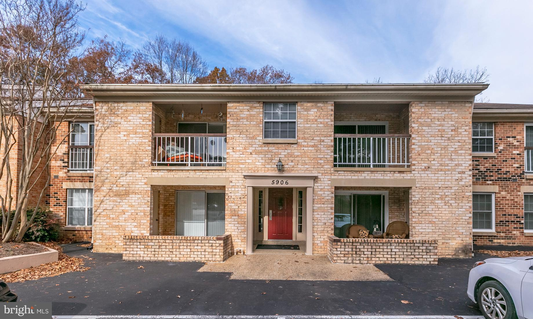 What a perfect community.  Come see this recently updated one bedroom condo and marvel at all that is Burke Cove. Close to local Shopping and and dining options and the VRE is a short distance away. Low condo fees and access to all Burke Conservancy amenities. This is a can't miss property.