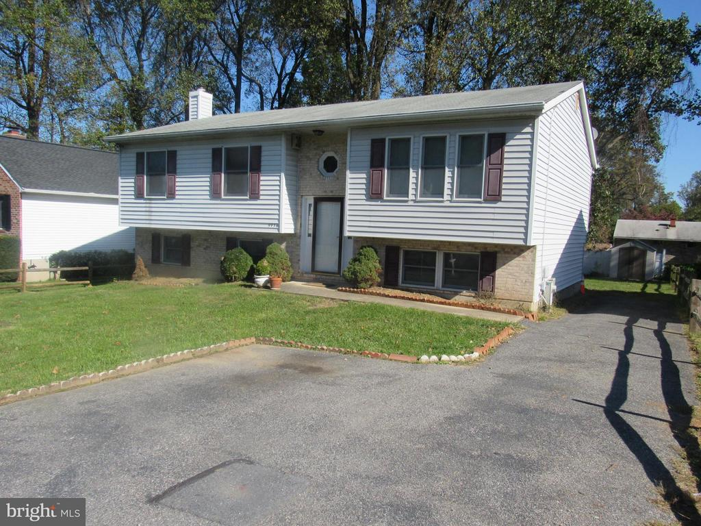 This is a single Family Home, That's Rents Rooms. The Bedrooms size is 14 X 12. You would Shared have use of the 2 Bathrooms,Kitchen, Dining Room, Living Room, Family Room, Back & Front Yard, Deck and Driveway. Each Tenant Pays $65.00 Per Month for all Utilities. Male or Female are acceptable. No smoking and No Pets. First Term will be for Three Months Rental.