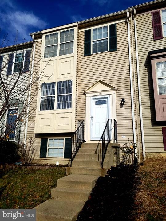 Just move right in!  You won't need to do a thing once you buy this beautiful home which has been well kept and new carpet just installed.  Located minutes from Potomac Mills and interstate 95, you're close to everything!  Come take a look today!