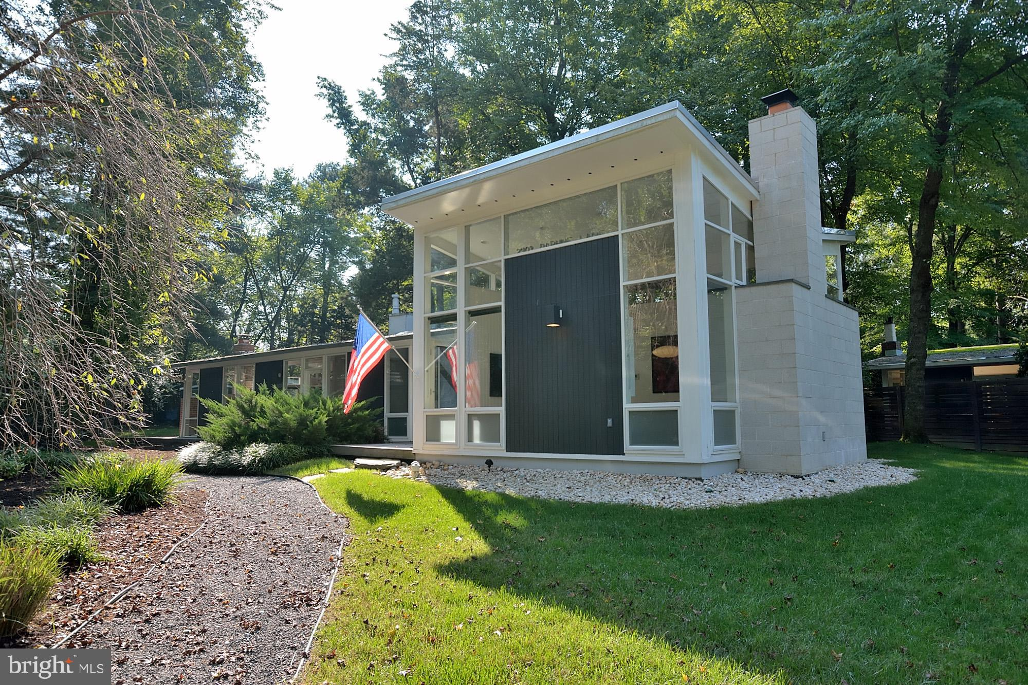 Stunning Mid-Century Modern home w/architect-designed two-story vaulted addition. Gorgeous wood floors, dual-zone HVAC and water heaters, renovated kitchen, updated bathrooms, fireplaces in family and living rooms, double-pane windows.  Master Bedroom Suite w/walk-in closet and luxury bath w/soaking tub. Rare lower level family room w/laundry. Flat landscaped yard on cul-de-sac.