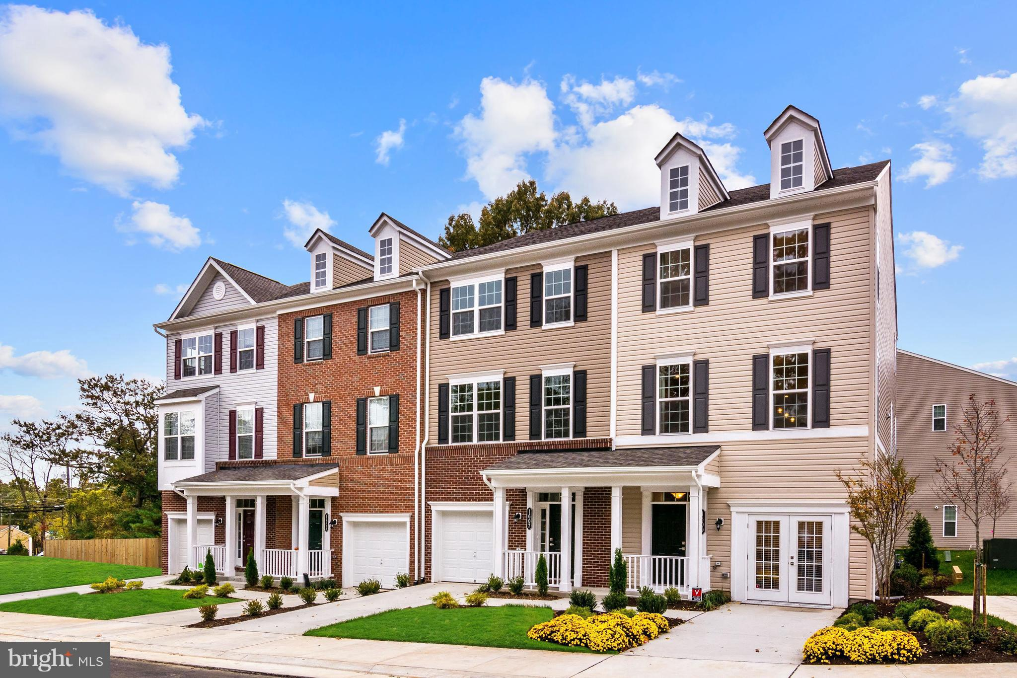 """BRAND NEW BEAZER TH STYLE CONDO W/ 1 CAR GARAGE! BACKS TO TREES. FEB/MAR DELIVERY. 2 MASTER BEDROOMS. KIT W/ LUNA PEARL GRANITE COUNTERTOPS AND NUTMEG KITCHEN CABINETS. SS APPLIANCES. 3"""" ENGINEERED OAK WOOL FLOORS ON MAIN FLOOR. 5 MINS AWAY FROM VRE! $10K IN CLOSING COSTS! PRICES/TERMS/AVAILABILITY SUBJ TO CHANGE"""