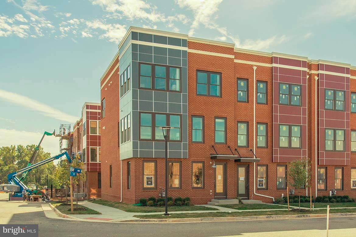 READY TO MOVE IN! BEAUTIFUL 4-LEVEL TOWNHOMES WITH ROOFTOP TERRACE AND FIREPLACE. FACING THE LIBERTY GREEN. MODELS NOW OPEN 10AM-5PM!