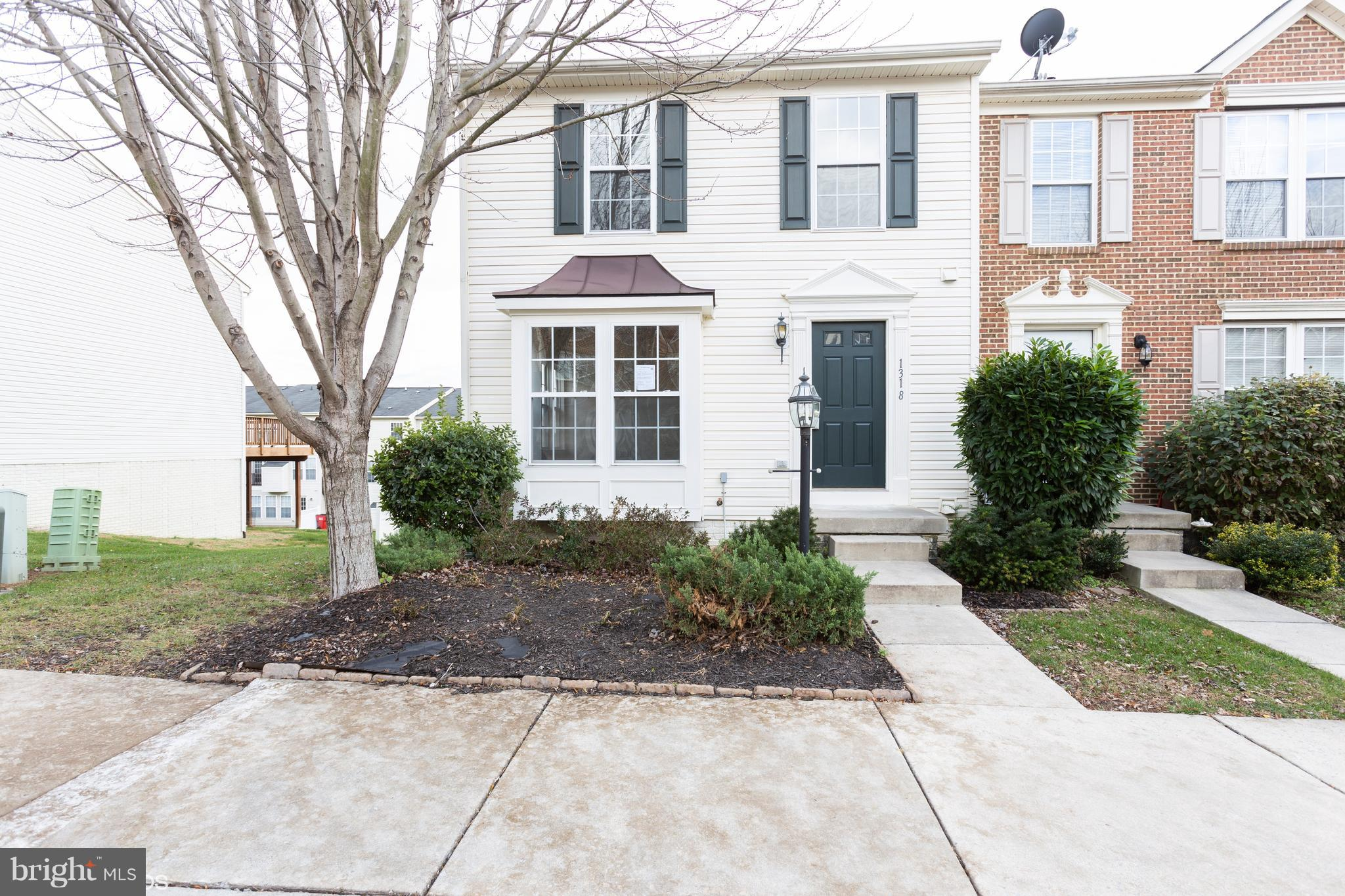 End unit, two story townhouse located in Fairfax Crossing is close to shopping and entertainment. Home features 3 BRs, 2.5 BAs with full/ finished basement and rear deck off kitchen.  Fresh paint, new floor coverings to name a few updates, come check this beauty out.