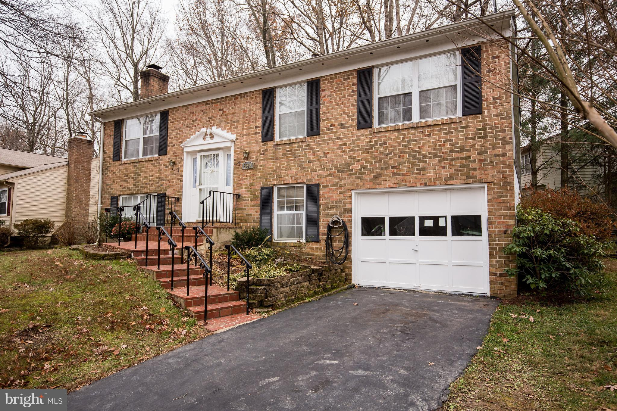 BACK ON MARKET!  BUYER FINANCING FELL THROUGH! 1697 SQFT - AS OF 1/11/19 OFFERING BRAND NEW ROOF REPLACEMENT AND HVAC REPLACEMENT WITH FULL OFFER!!! $15,000 VALUE!! IF CONTRACT PLACED BY 1/25/19. MOTIVATION, MOTIVATION, MOTIVATION!!  SPECTACULAR SPLIT FOYER - 4 BEDROOM - 3 BATH HOME -WIDE OPEN FLOOR PLAN ON MAIN LEVEL - NEW STAINLESS APPLIANCES AND GRANITE! HARDWOOD FLOORS THROUGHOUT. GORGEOUS BATHROOMS! HUGE BACK YARD!! COMMUNITY POOL NEARBYE! SO MUCH VALUE FOR JUST 389K. NOW WITH NEW ROOF AND NEW HVAC INSTALL PRIOR TO SETTLEMENT!!