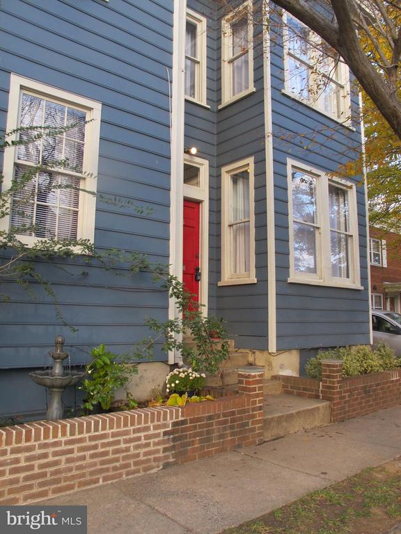 The epitome of Old Town Charm!  Located between the King Street &  Braddock Rd Metro Stations.  Large, light filled living space with high ceilings , gorgeous new kitchen with attention to details(dimmers, under cabinet lighting, water filter), refinished wood floors and 2 updated full bathrooms!  Pretty patio/ courtyard just off the kitchen for relaxing and entertaining.  Stacked washer/dryer on upper level.  Tons of storage in the unfinished basement.