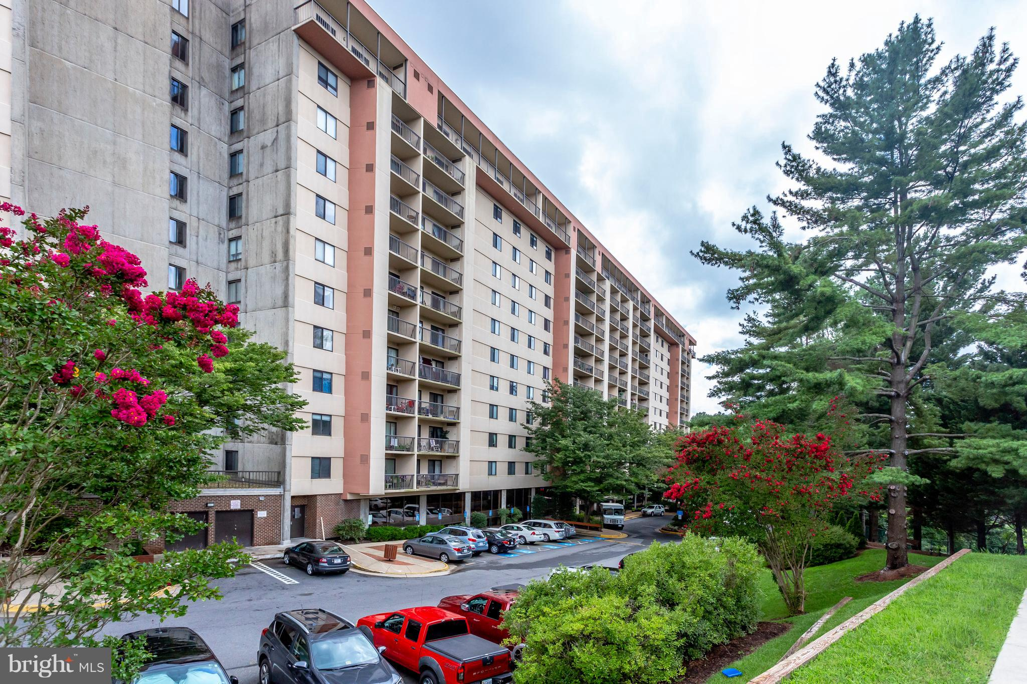 Beautiful and bright 3 bedroom, 2 and a half bath condo in Lakeside Plaza. Big open living spaces, perfect for entertaining. Updated kitchen features granite countertops, stainless steel appliances and 2 large pantries. Balcony overlooks the gorgeous 1 out of 2 pools (second pool is an indoor pool). Unit includes W/D, 1 reserved covered parking space (#306) and a storage unit (#224). Lakeside Plaza is filled with lots of amenities: indoor and outdoor pool, tennis court, hot tub, sauna, weight room, 2 gyms and locker rooms with showers, club room, library, playground, a day care, a barbershop and much more! Water, sewer and trash included in condo fee.