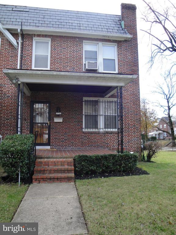 Beautiful Brick Home on Large Corner Lot!  Newly refinished Hardwoods, High Ceilings, 3 Bedrooms/3 FULL BATHS!! Formal Living & Dining Rooms. Finished Basement or potential 4th Bdrm.  Convenient to Local Colleges, MTA & Shopping. Qualifies for Healthy Neighborhoods Buyer Assistance!! Inspection for information purposes only.