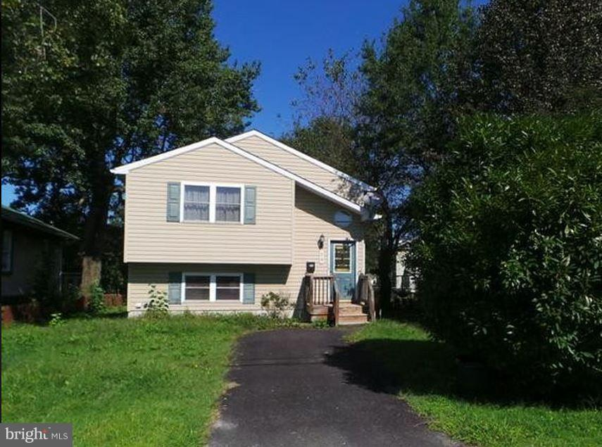 Totally remodeled 3 bedroom plus a den. 3 full bathrooms. This 1956 SqFt.  2 level gorgeous single family home is for sale under market. It has family room and living room. Walk out lower level. This beautiful home has $60K improvements and is listed under the market for fast closing.  On the upper level  new kitchen has new cabinets with new granite countertop, new SS sink and faucets, new whirlpool SS convection oven, new whirlpool SS dishwasher, new whirlpool SS microwave oven, new whirlpool SS refrigerator with french door and ice maker, Upper level has new wood floor alover, lower level, new carpet in the lower level den, rec room and hallway.  All bathroom has new drywall, tubs, ceramic tile floor, vanity, toilets, mirrors and fixtures. New ceiling fan in the bedrooms and living room, Beautiful ceramic in the front foyer. New whirlpool high end washer and dryer. New wet bar and sink in the lower level,. new electrical fixtures throughout the whole house. Professional tow tone paint and the list goes on.  All inquiries,  questions and contracts , please call Sam 703 438 0001.