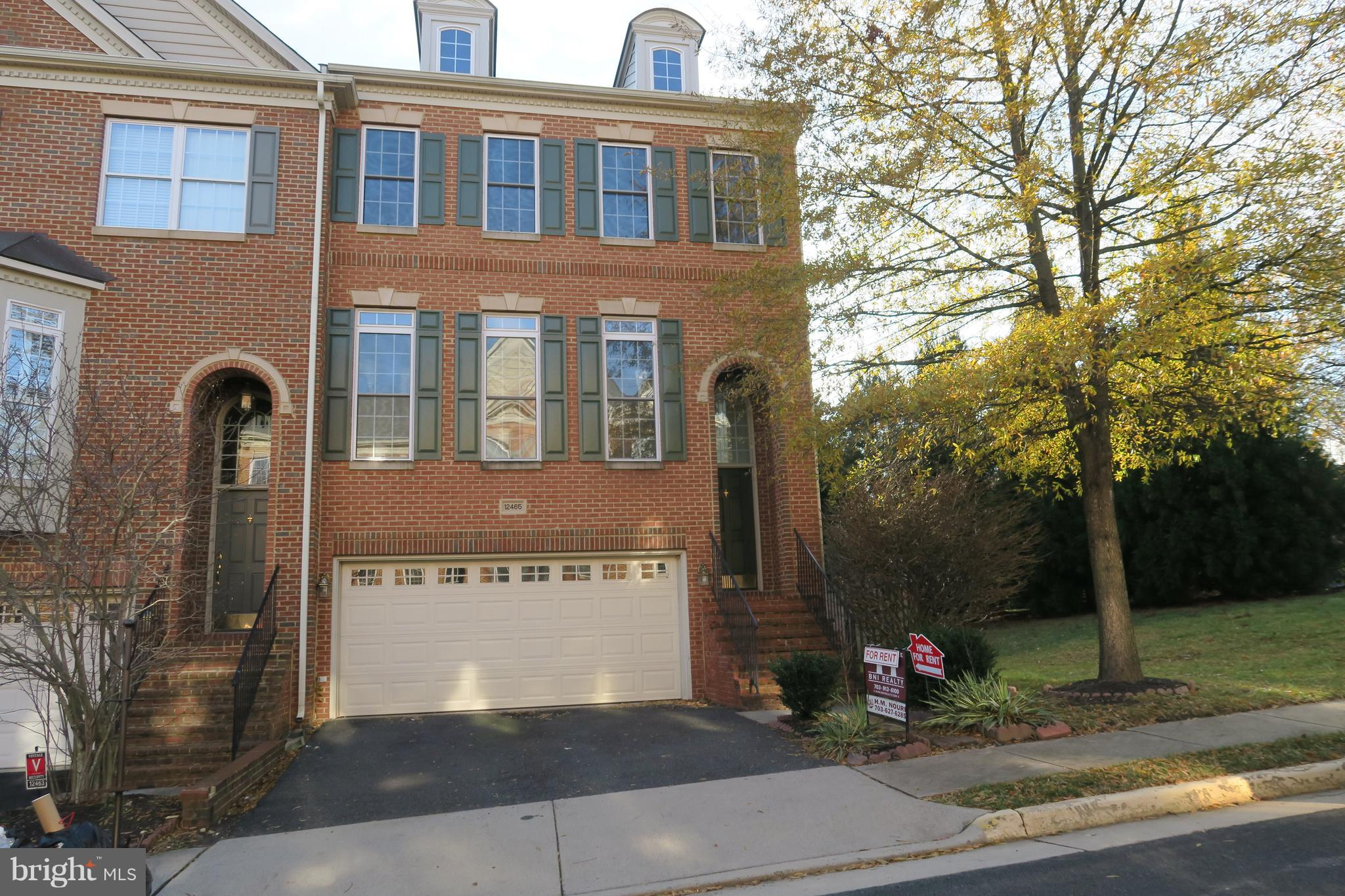 Large, beautiful end unit townhouse. 4BR/3.5BA. Hardwood through out main level. Corian counter with gas cooking, center island, 42' cabinets. Gas fireplace. Huge deck with stairs to patio and garden. Lux MBR suite with cathedral ceiling/walk in closet/spectacular bath. Finished walk out basement with bedroom and full bath. Close to 66, Rd 50, Fairfax county pkwy, Fair Oaks Mall.