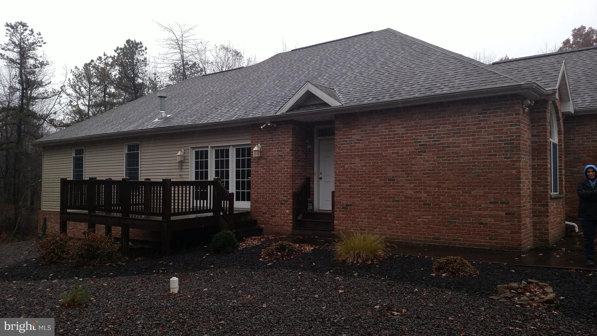 37 SOUTHERN HILLS COURT, HAZLE TOWNSHIP, PA 18202