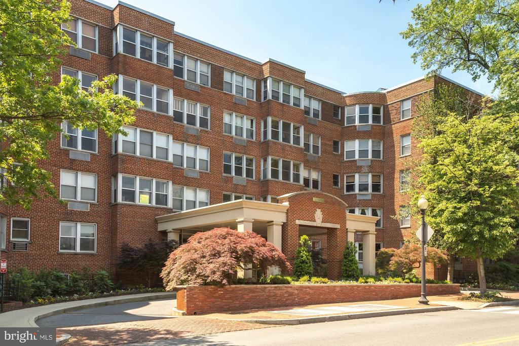 Great studio in great location just blocks from the Dupont Metro and the heart of Georgetown. This sun-filled unit offers a flexible open floor plan; eat-in kitchen; spacious, walk-in closet and generously sized bath. The building is conveniently located steps from parks, shopping, dining, nightlife and the best the city has to offer! Condo fee covers all utilities and includes access to a state-of-the-art fitness center, laundry facility,  24-hour front desk attendant, roof deck and so much more! Cats and caged birds welcomed.