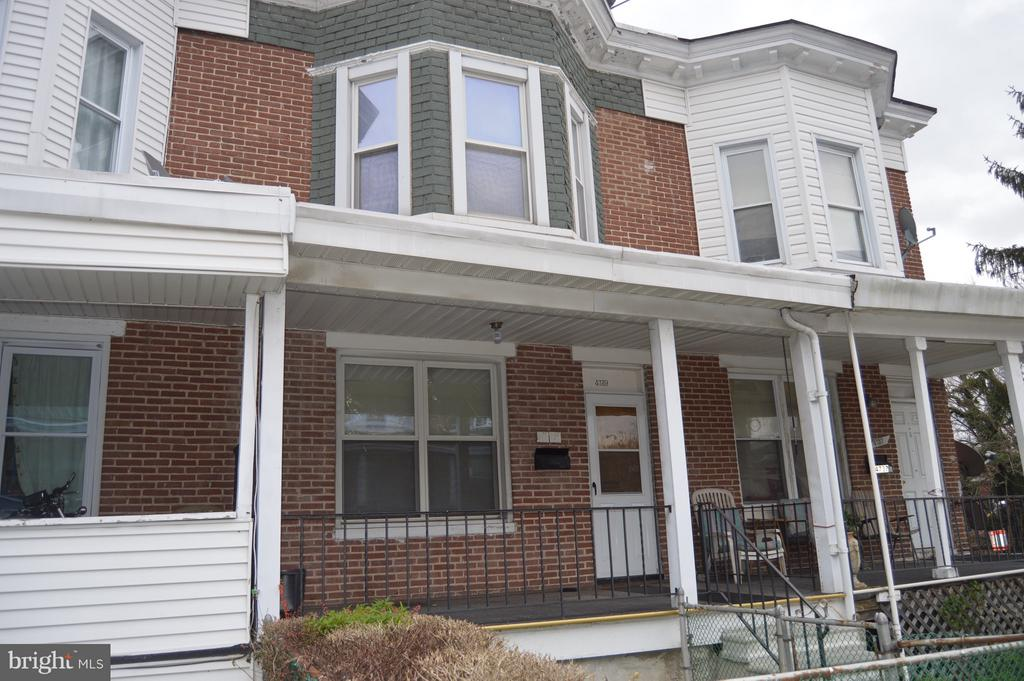 Seller is motivated. This well maintained home has tons of potential. Start off or add this one to your portfolio
