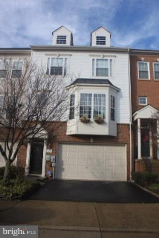 LIVE THE LIFE THAT YOU LOVE TO LIVE! MOVE IN TO THIS 3LVL 2 CAR GARAGE  LUXURY  TOWNHOUSE IN CONVENIENT LOCATION CLOSE TO FORT BELVOIR, NATIONAL HARBOR, NATIONAL AIRPORT, OLD TOWN ALEXANDRIA, METRO STATION  AND THE HISTORIC MOUNT VERNON. GRANITE COUNTER TOPS, CERAMIC TILES AND MANY MORE...SHOW AND SELL!