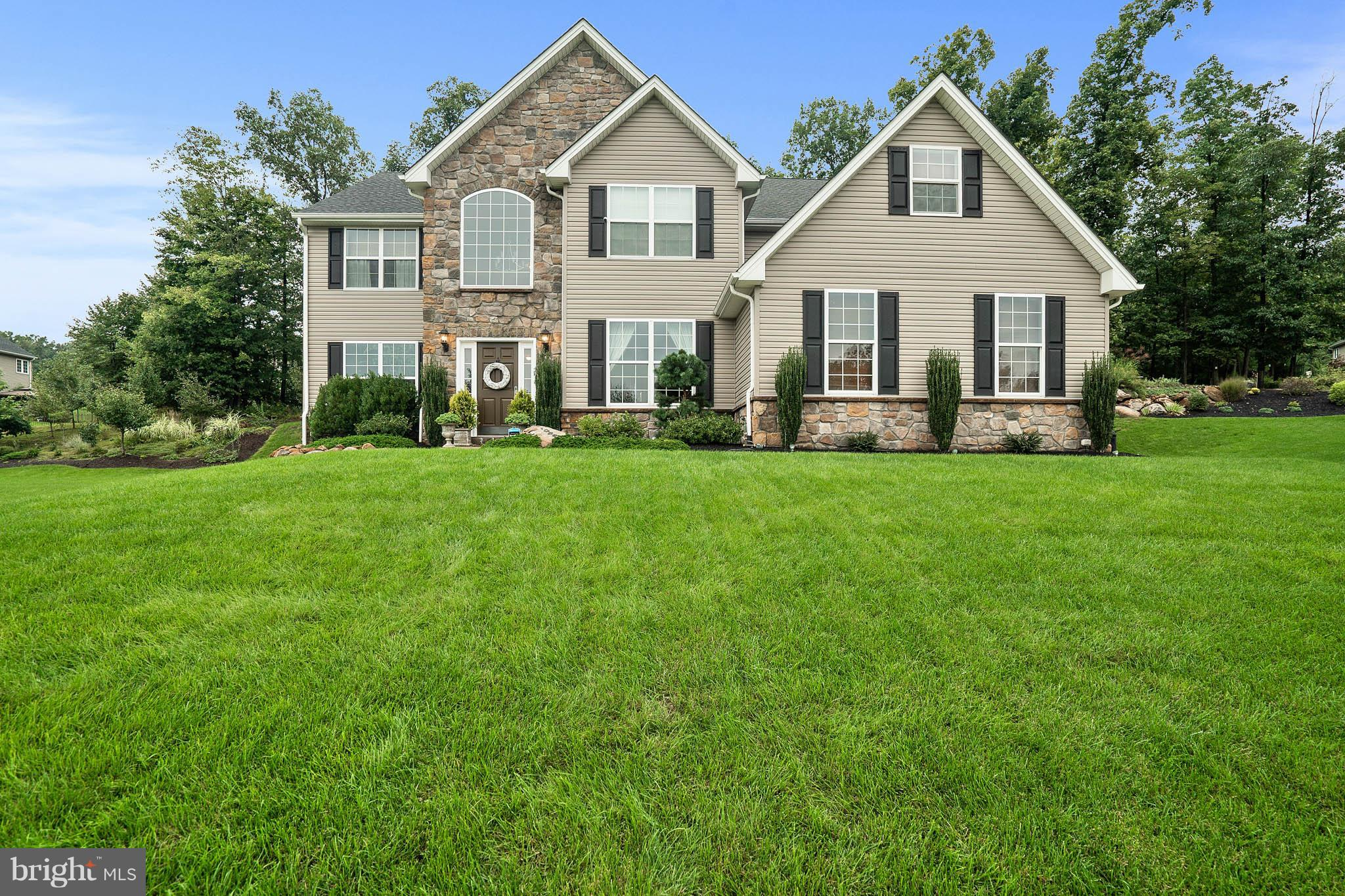 1039 VICTOR DRIVE, EAST GREENVILLE, PA 18041