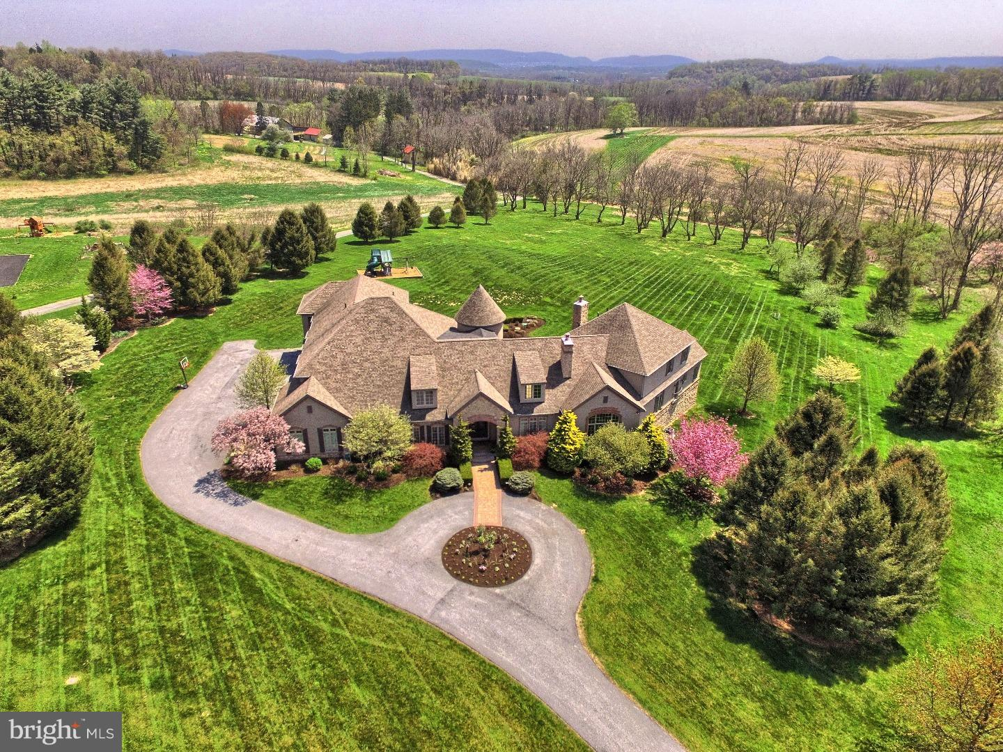 13 SUMMER HILL DRIVE, SINKING SPRING, PA 19608