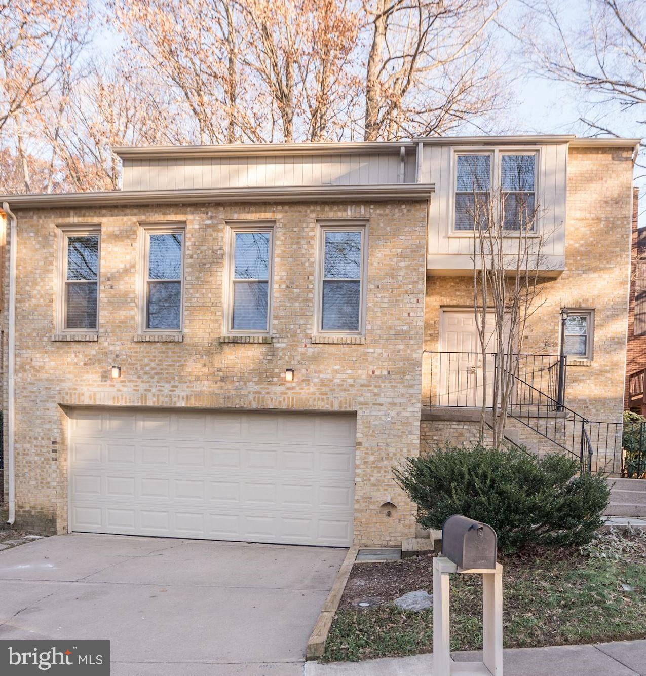 Application in & approved but lease not done yet*Incredible home set in the middle of trees w/Deck -yet in the city of Fairfax *BRAND NEW KITCHEN, MBR Suite W/BRAND NEW BA w/sep shower & tub, All large rms, LR w/vaulted ceiling, Large DR, FR w/FP, REC RM walk-out, NEW carpet* Truly perfect-across from Army Navy Country Club, Cue bus to Metro, stroll to Arties, FFX High