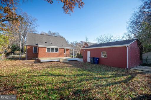 2860 Stuart Dr, Falls Church, VA 22042
